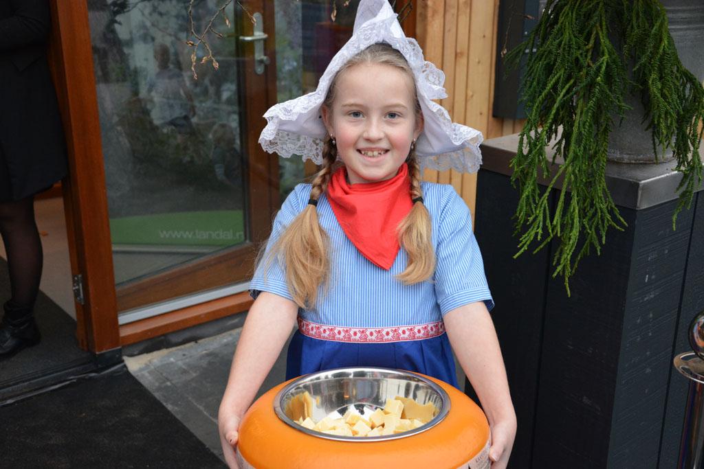 Goudse kaas, kaasmuseum en kaasmeisjes. Alles binnen handbereik bij de Reeuwijkse Plassen