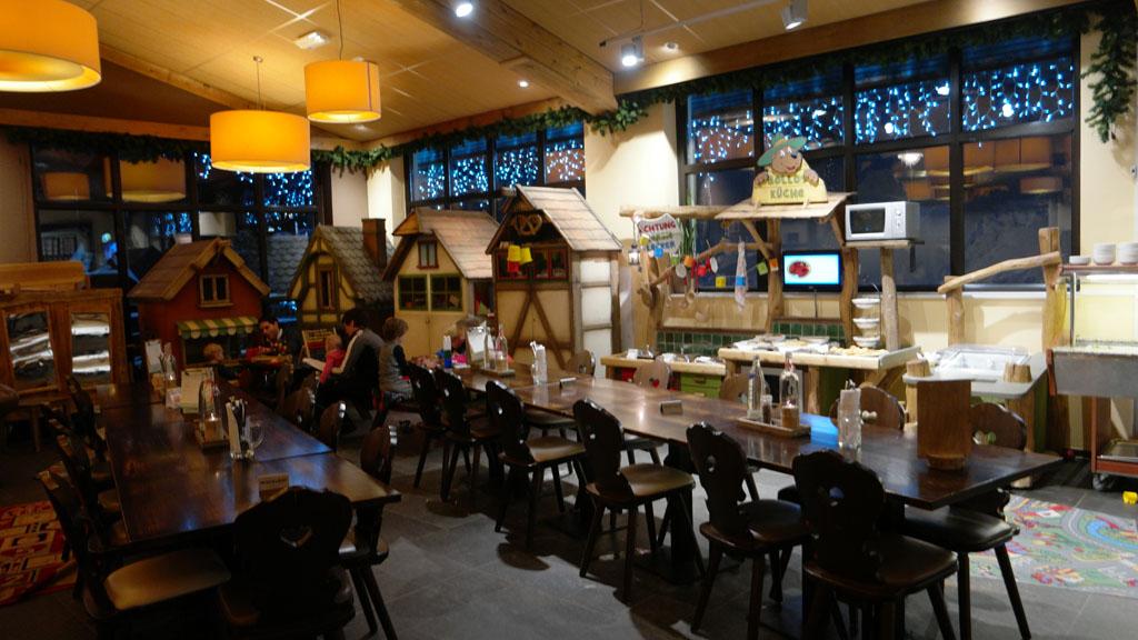 Het volgeboekte restaurant.