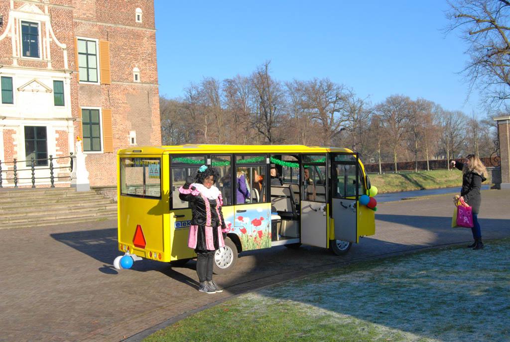 Altijd leuk voor kinderen: een ritje met de Pietenbus.