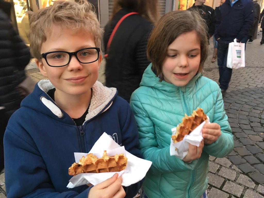 Natuurlijk willen we de échte Luikse wafels proeven!