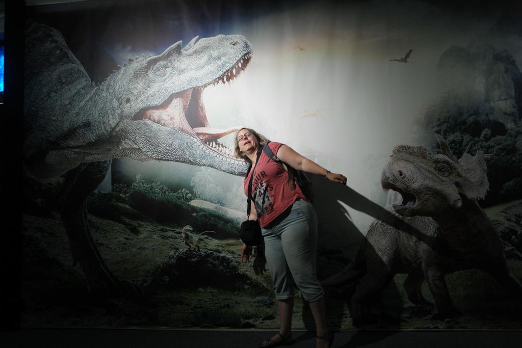 Hangend in de bek van de T-Rex.
