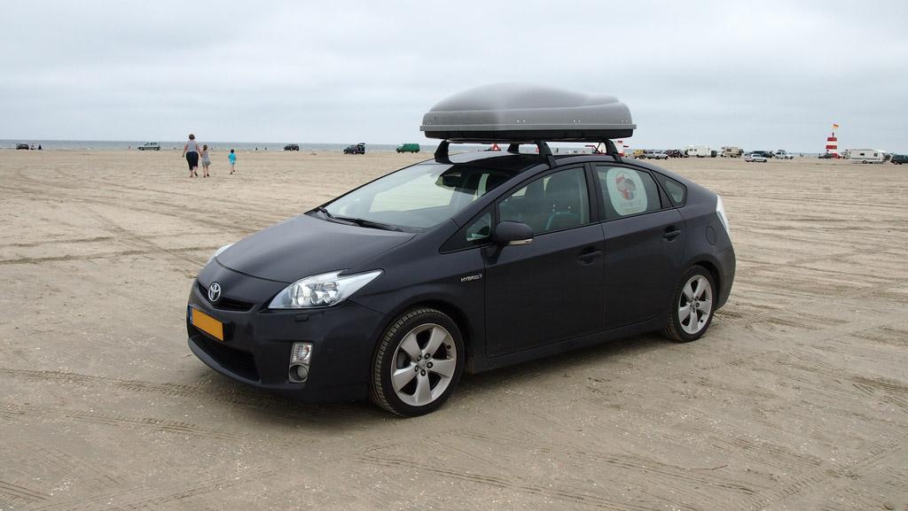 Met de auto het strand op, het voelt heel bijzonder.