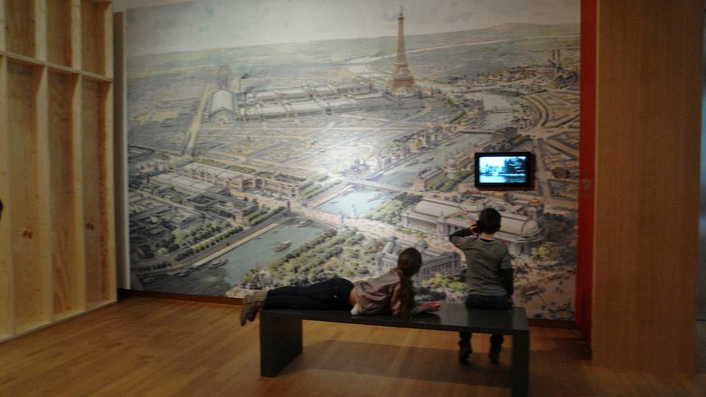 We leren wat Parijs en Hindeloopen met elkaar te maken hebben.