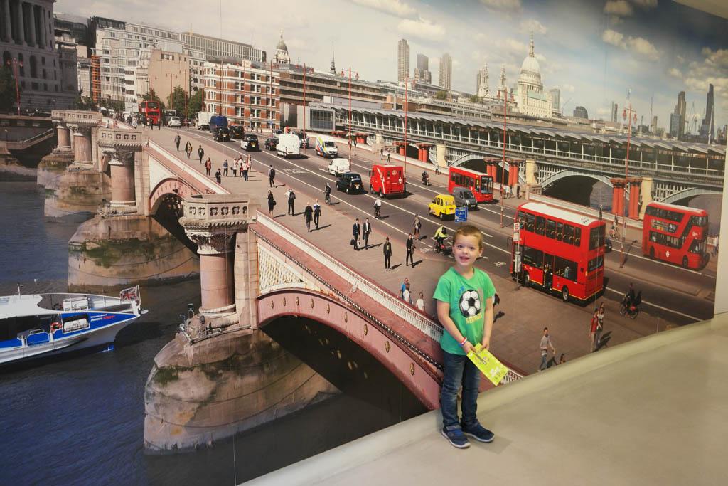 Zoek de verschillen met het Londense transport nu.