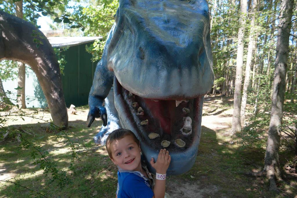 """""""Mama, deze T-Rex moet beter z'n tanden poetsen!""""."""