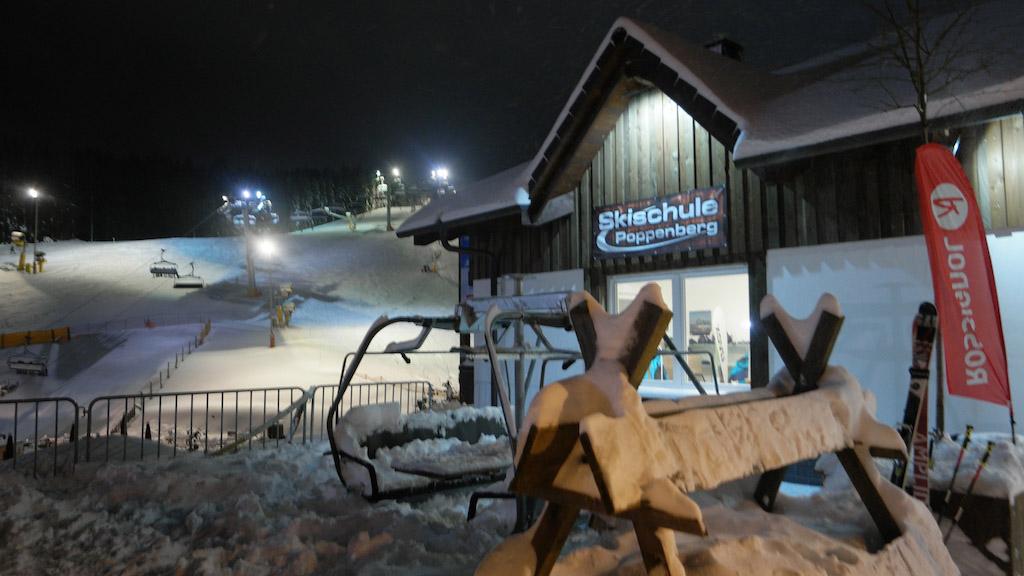 Bij Poppenberg reserveren we de skilessen en het skimateriaal.