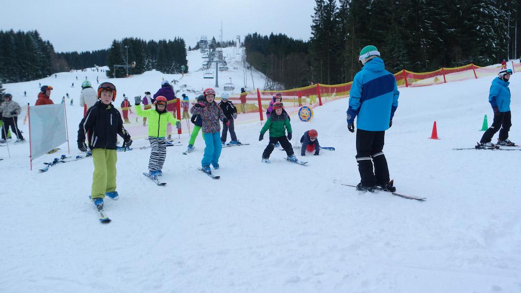 Ook Maureen d'r klasje begint op 1 ski.
