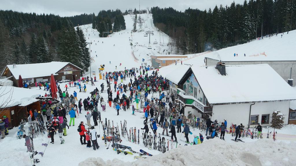 Een drukke zaterdag in Winterberg. Toch zat er een aardige doorstroming in bij de skilift.