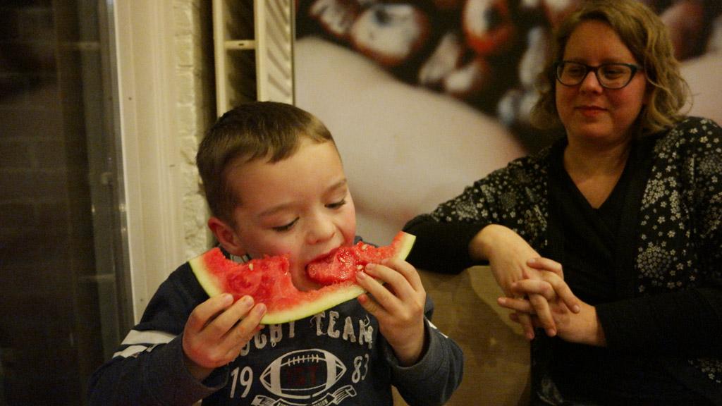 Zo blij met zijn watermeloen.