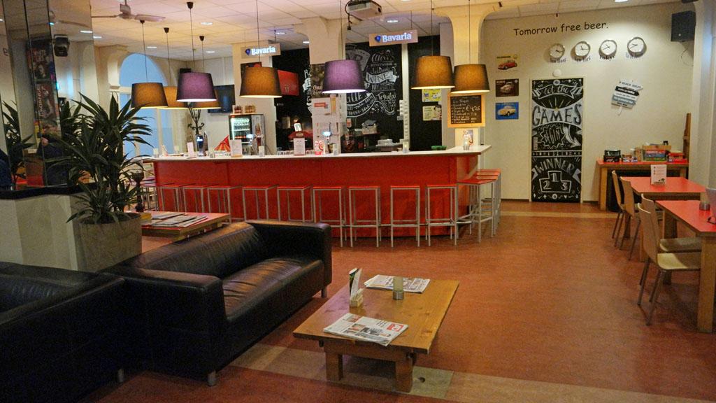 In de lounge/bar ruimte zijn ook spelletjes te vinden, waaronder een sjoelbak.