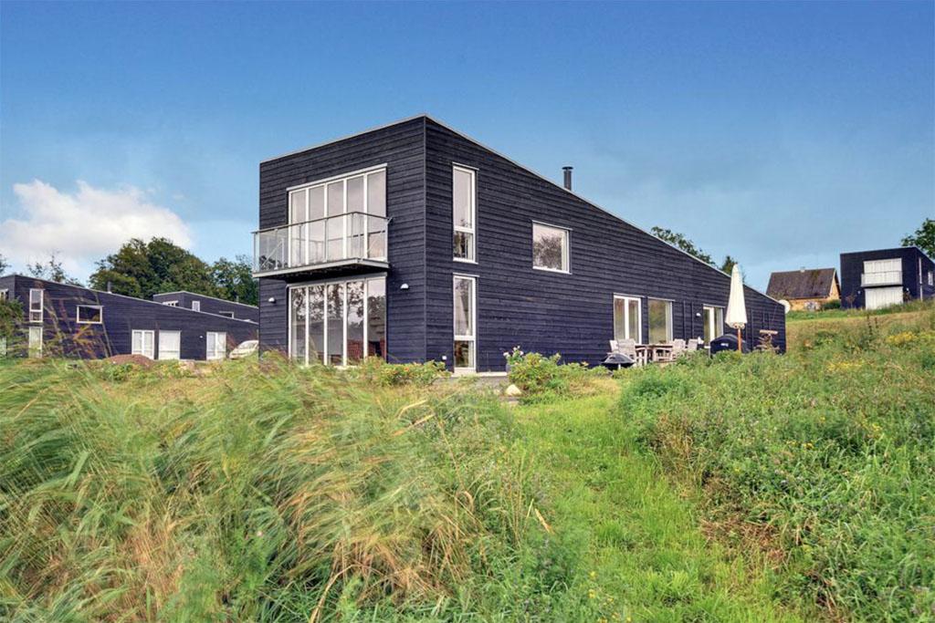 Strandhuisjes in denemarken de mooiste vakantiehuizen aan zee - Modern huis aan zee ...