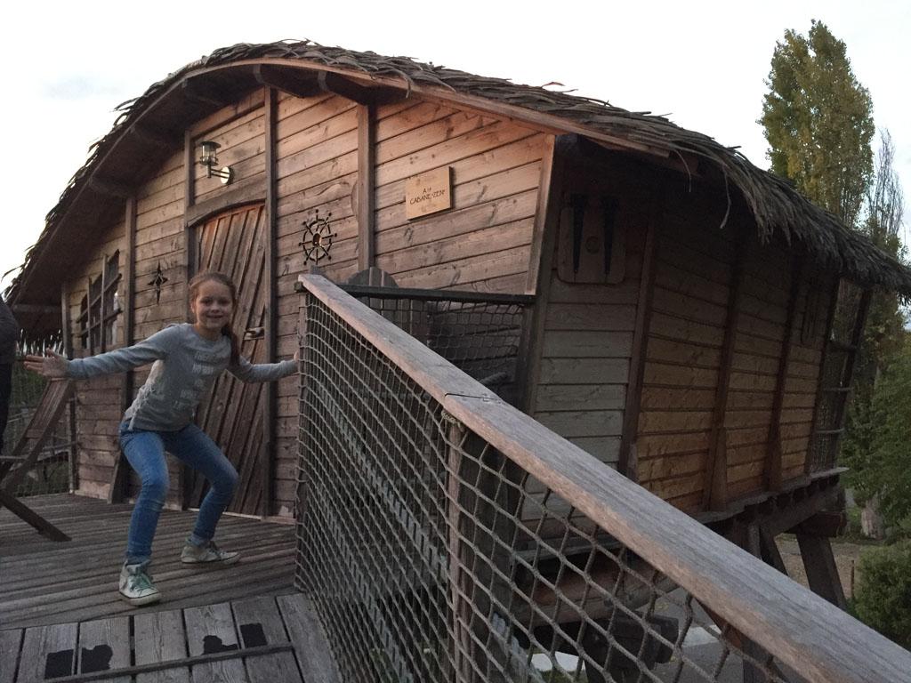 Ook een aanrader tijdens een vakantie met pre-pubers: een keer bijzonder overnachten in een boomhut.