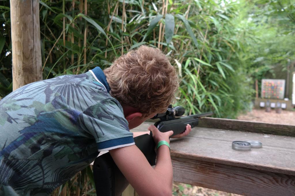Stoere jongensactiviteiten op vakantie (foto: Suzanne).