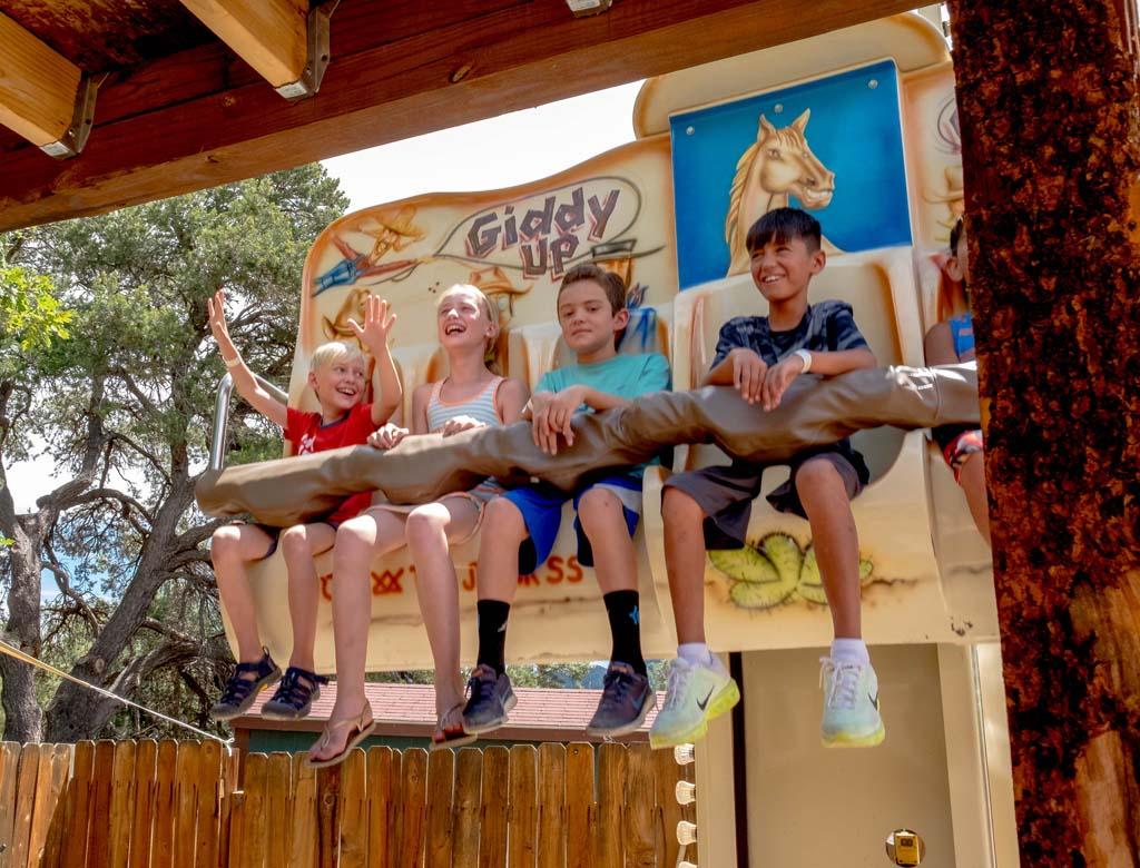 Een bezoek aan een pretpark wordt door pre pubers erg gewaardeerd (foto: Iris).