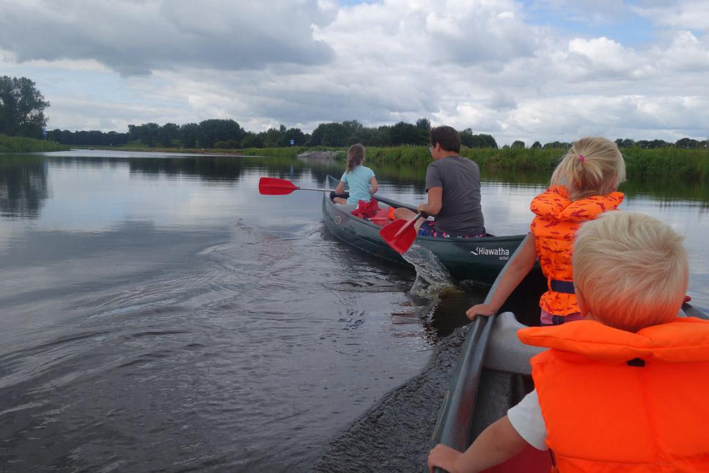 Kanoën, een sportief uitje in een rustige natuurlijke omgeving.