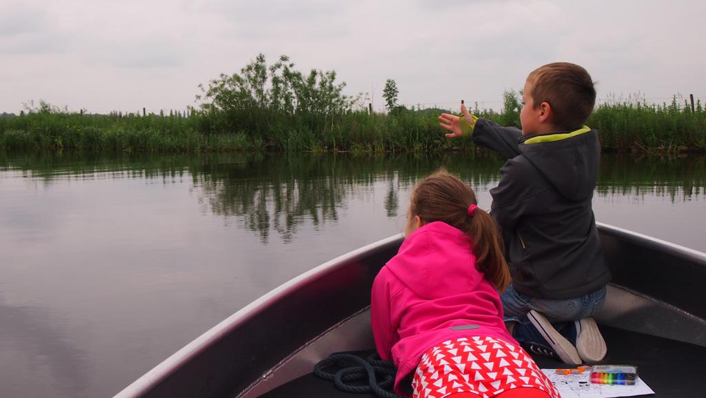 Huur een bootje en zoek de rust op het water op. Geniet van de natuur en de (water)vogels.