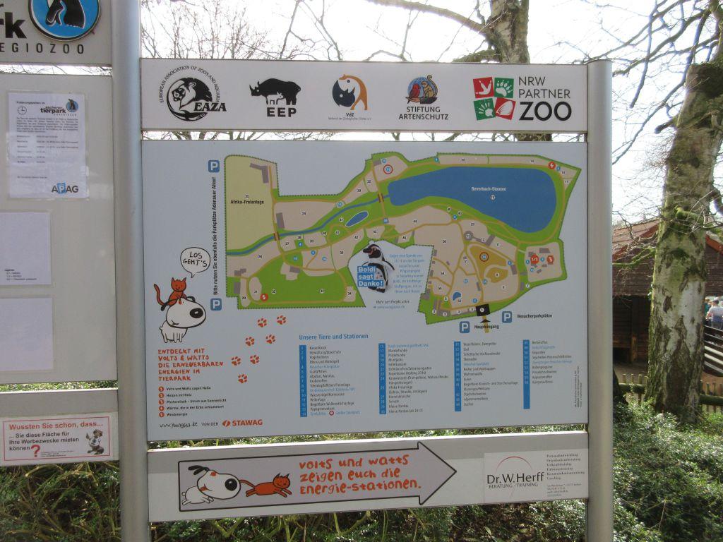 Overzichtelijke informatieborden vind je verspreid over het park