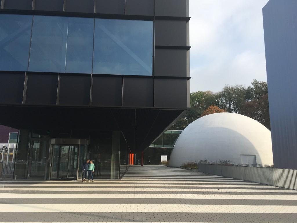 Het Museumplein Limburg met rechts het Columbus Earth Center