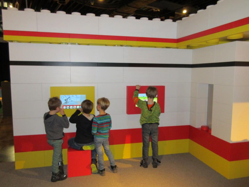 Ook digitale middelen worden gecombineerd met Lego