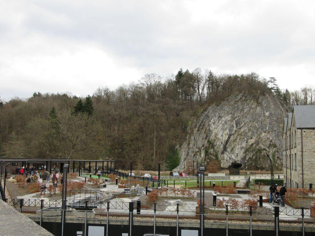 Aan de rand van het oude stadscentrum ligt een minigolfbaan