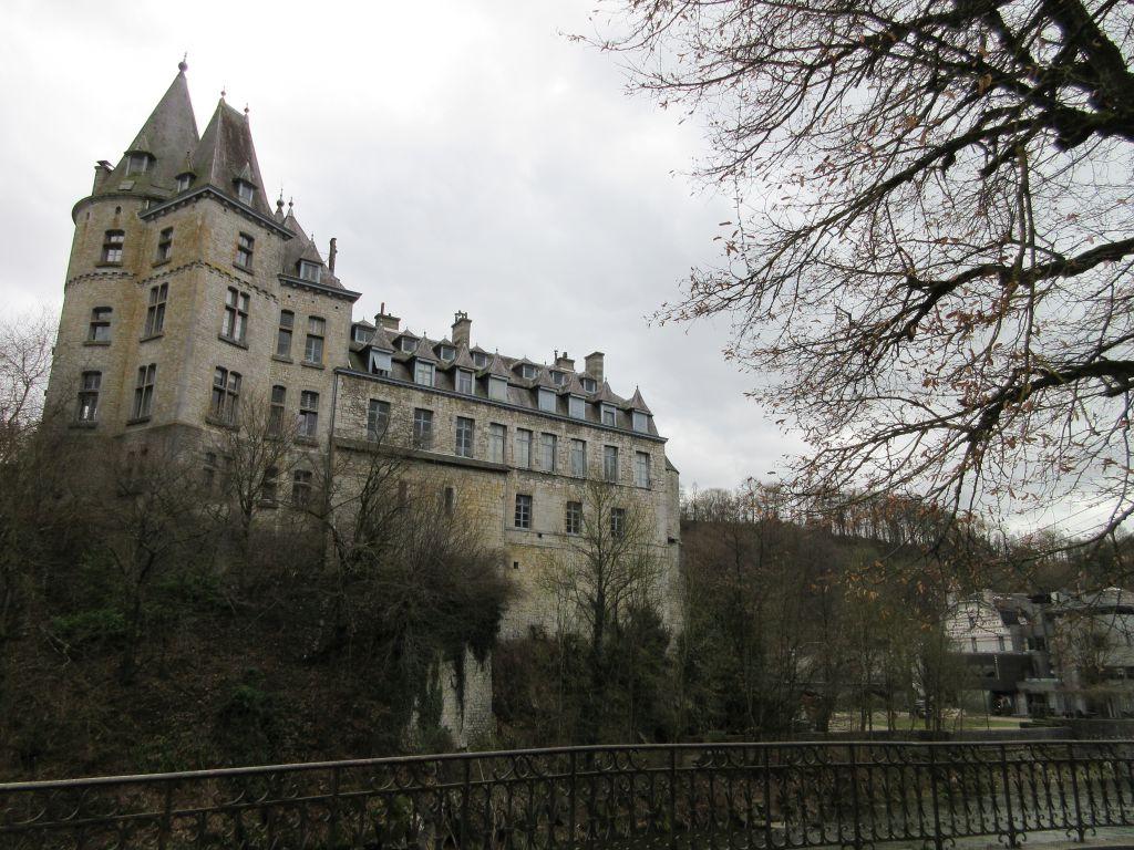 Het kasteel van Durbuy vanaf de brug gezien