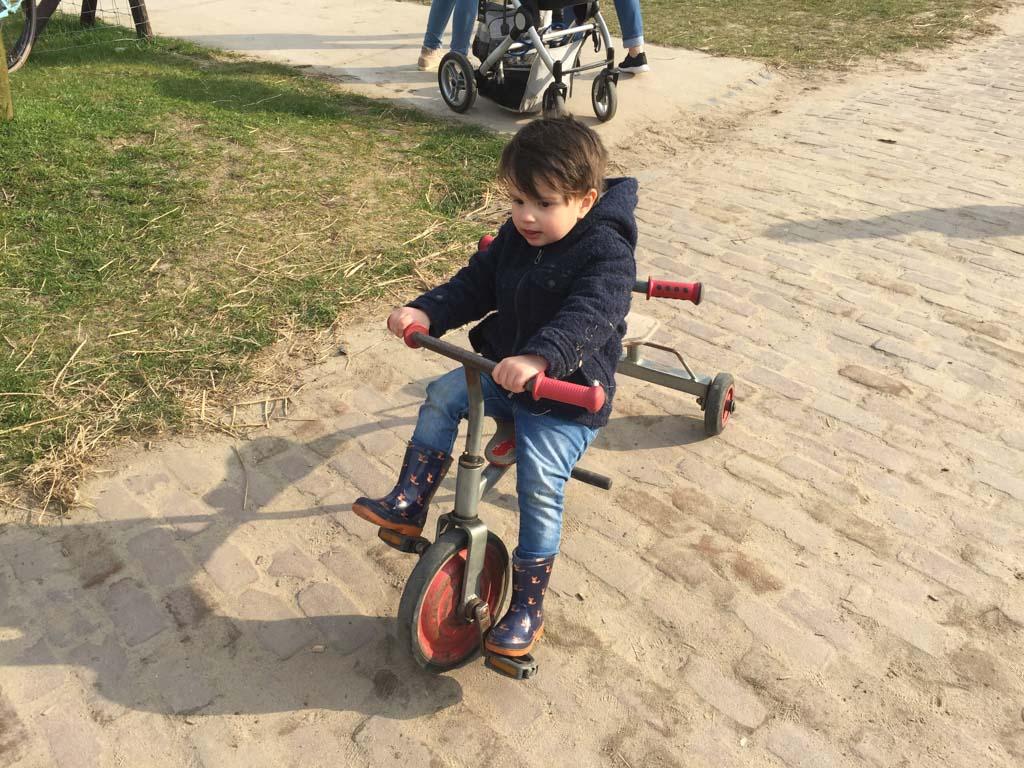 Skelters, (loop)fietsjes, mini traktors, het is er allemaal!