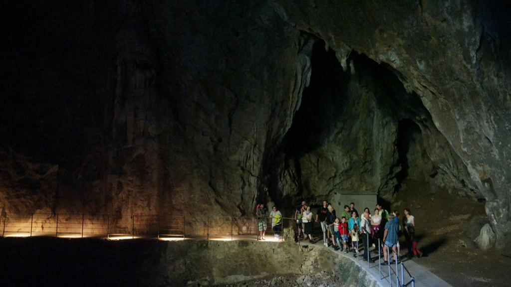 Het laatste praatje van de gids. De echte grotten zijn zoveel mooier en indrukwekkender!