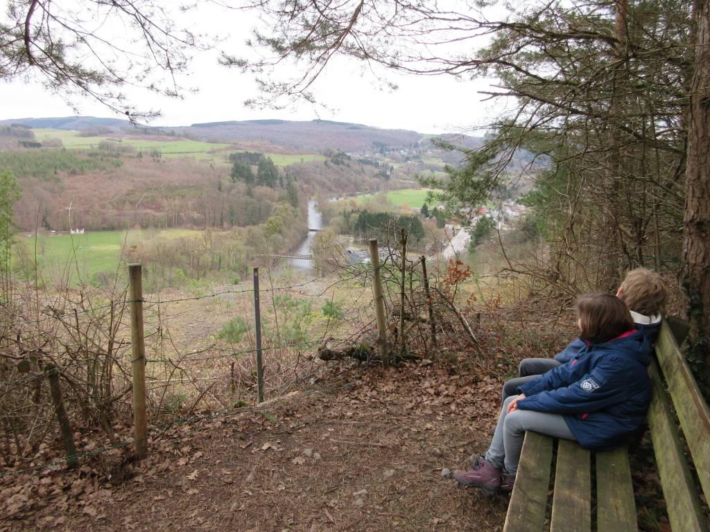 Na afloop genieten we van het uitzicht op de Ourthe en de Ardense bossen