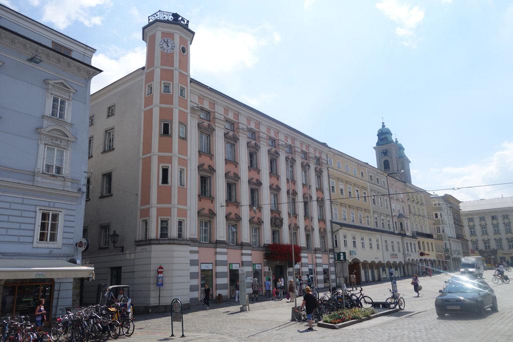 Het Linz toeristenbureau op de Hauptplatz