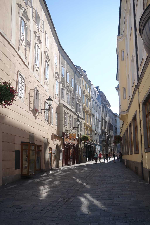 Mooie kleine straatjes in Linz waar je heerlijk doorheen kan slenteren.