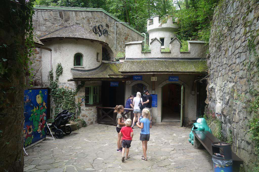 De kassa bij de Grottenbahn in linz, wat zal er binnen te zien zijn?