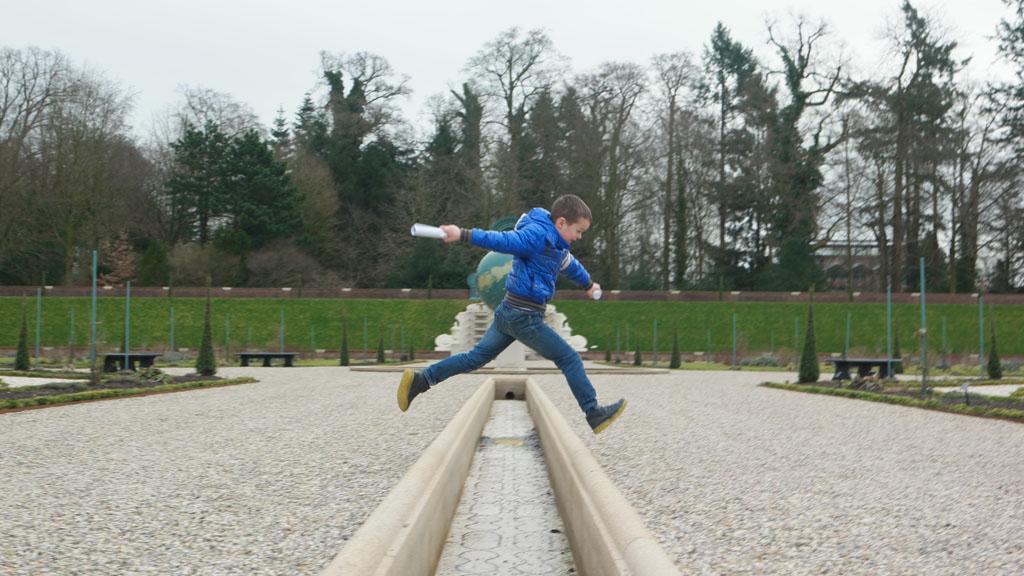 Maureen krijgt het weer voor elkaar: een foto maken van een springende Camiel.