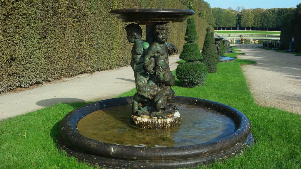 Langzaam gaan de fonteinen uit.