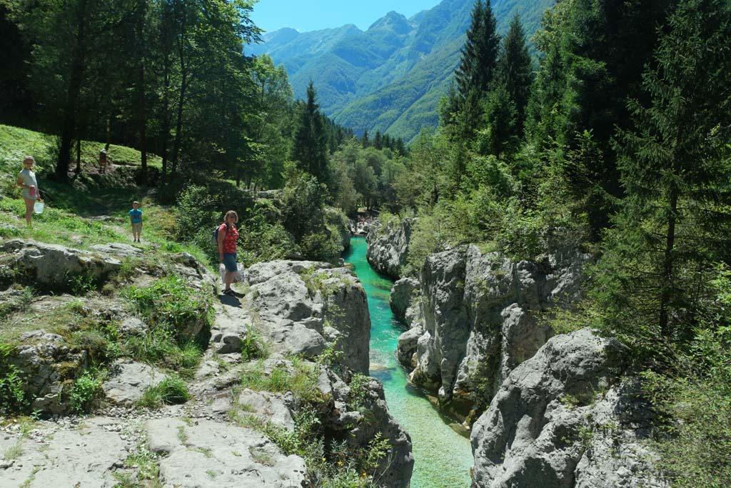 Een stop verder op een plek waar de Soca rivier zich door een lange en smalle kloof perst.