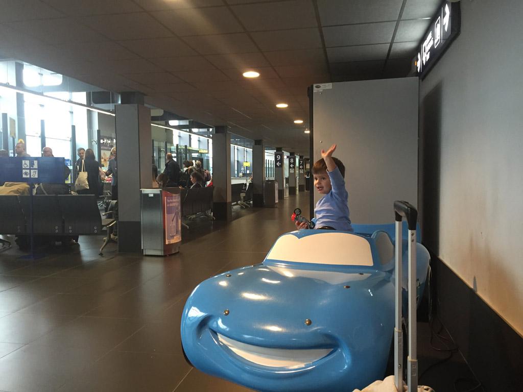 Ook op het airport is het fijn als er kindvriendelijke faciliteiten zijn als je gaat vliegen met kleine kinderen