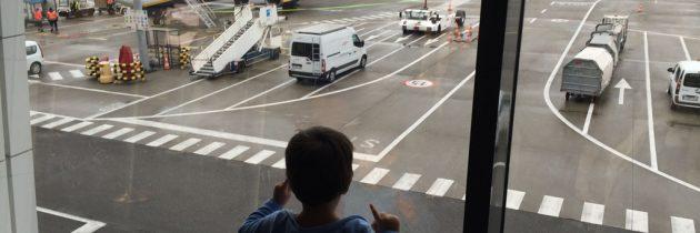 Vliegen met kleine kinderen? Ontdek hier de handigste tips