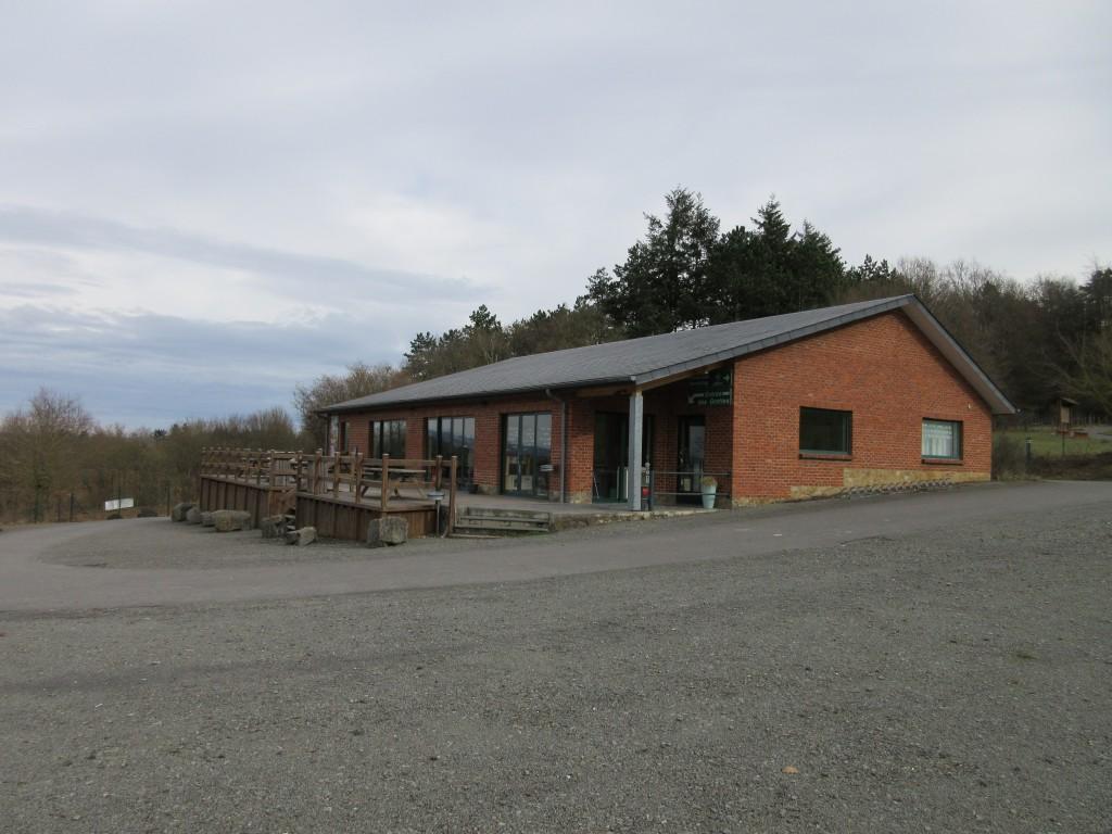 Het bezoekerscentrum met informatie over de grotten van Hotton