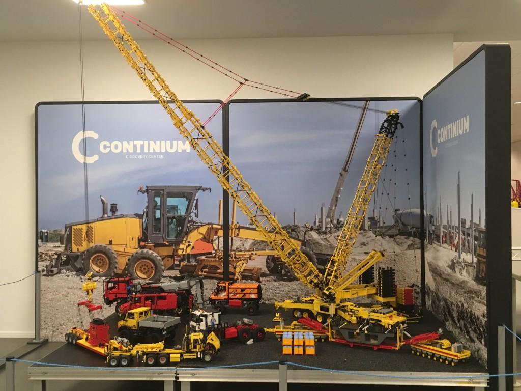 Enorme machines en hijskranen van Lego