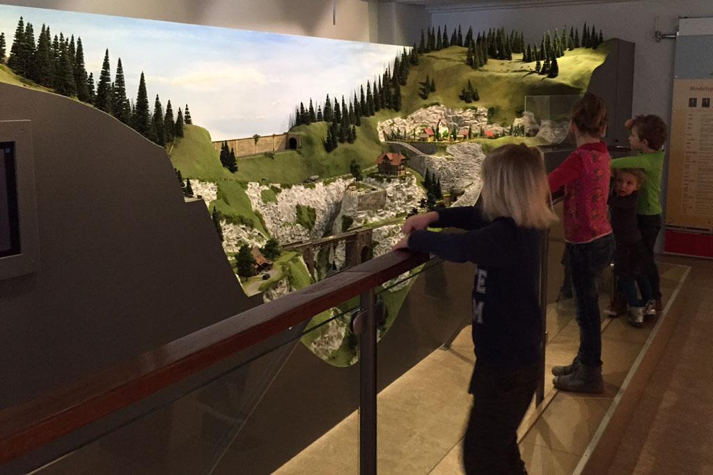 De modelspoorbaan in het speelgoedmuseum.