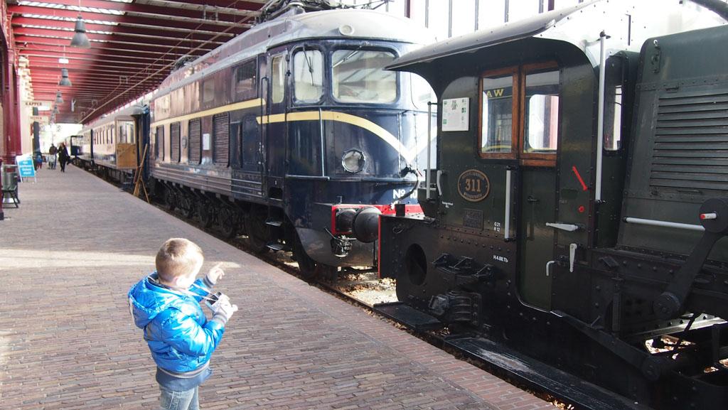 Oude treinen in het Spoorwegmuseum