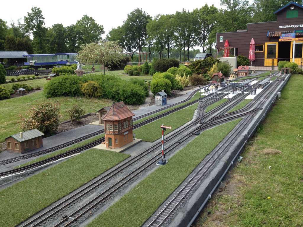 Treinen in overvloed bij familiepark Nienoord.
