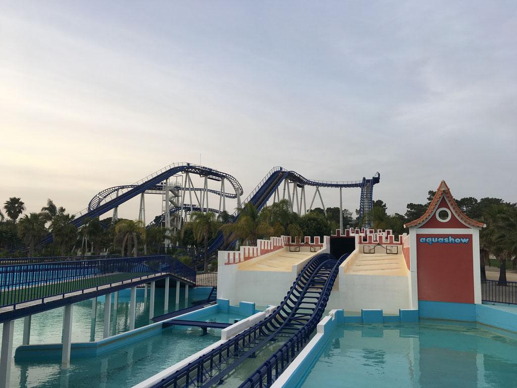 Een achtbaan door het water