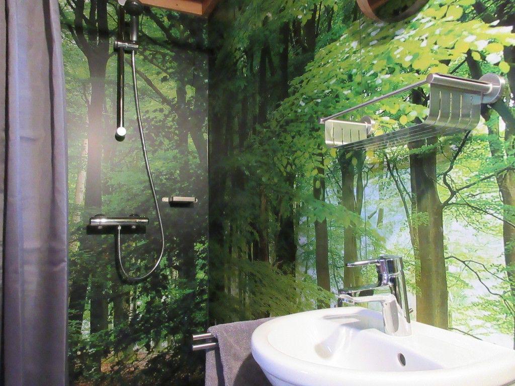 Douchen in het bos