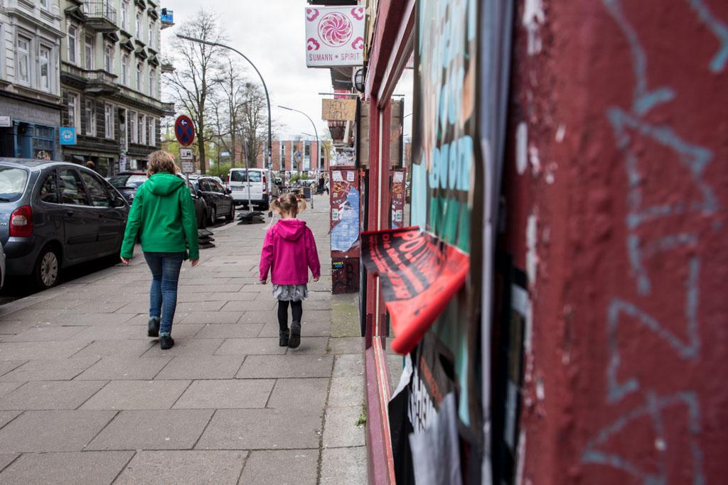 Wandelen tijdens onze stedentrip Hamburg met kinderen.