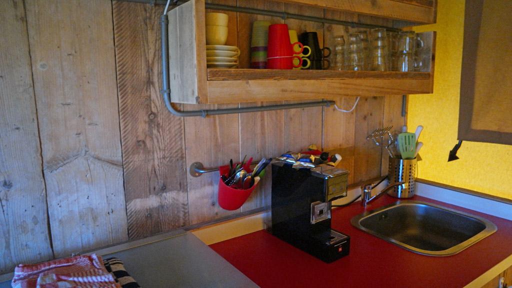 Keuken met Illy Espressomachine.