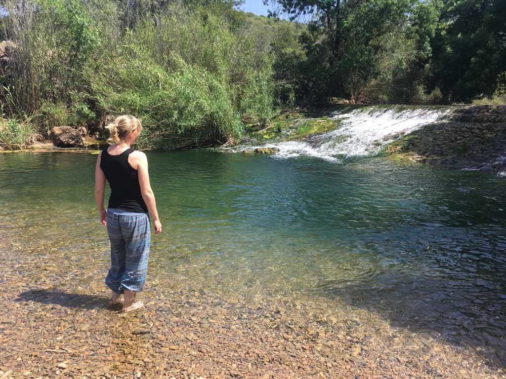 Heerlijk even met de voetjes in het water