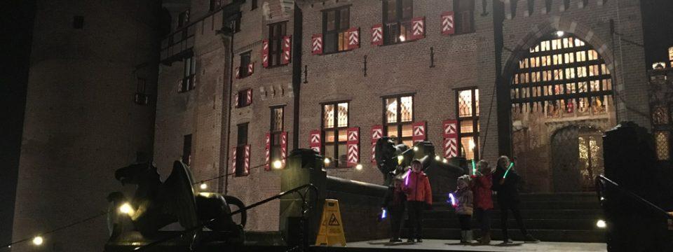 Lichtjesavond bij Kasteel De Haar, een sfeervolle en spannende familierondleiding.