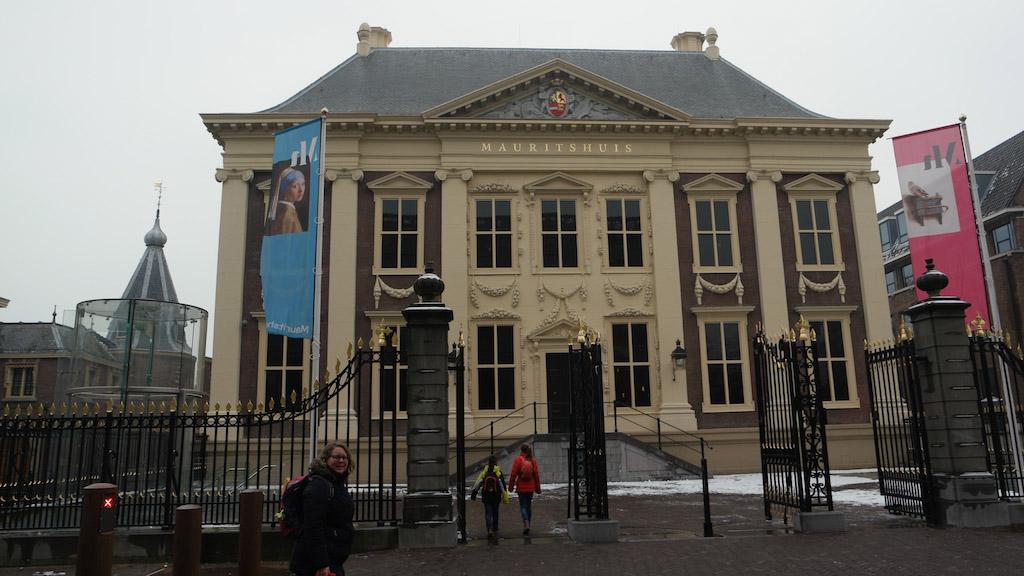 Het Mauritshuis is te vinden naast het Torentje van de premier.