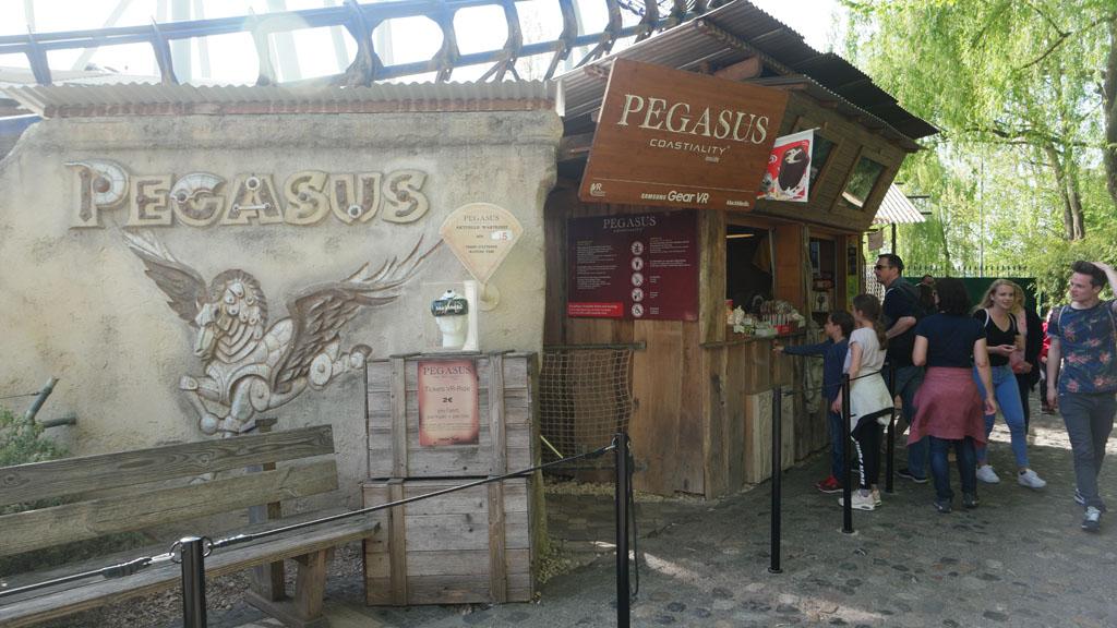 Bij de Pegasus achtbaan kan je ook met een VR bril een ritje maken.