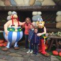 Ook Camiel wil uiteindelijk wel op de foto met Asterix en Obelix.